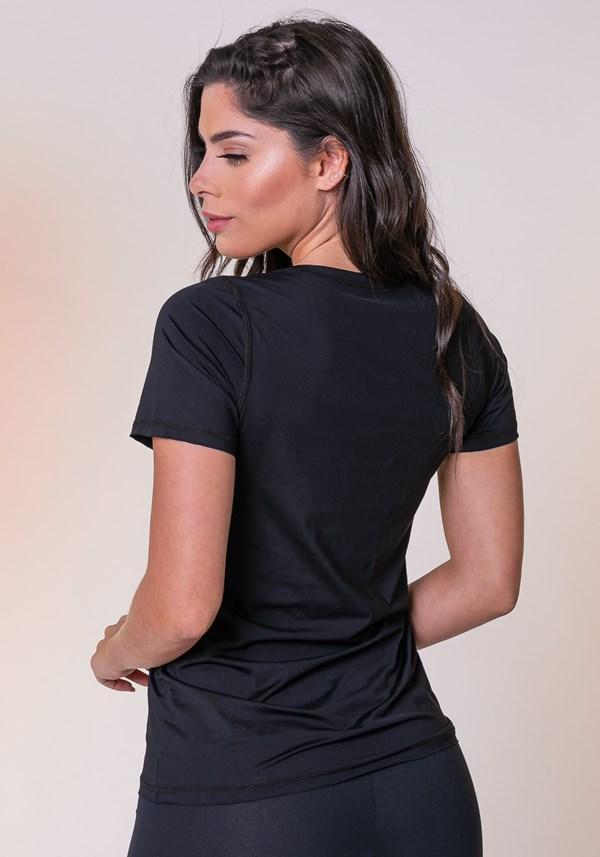 Blusa preta com proteção uv básica