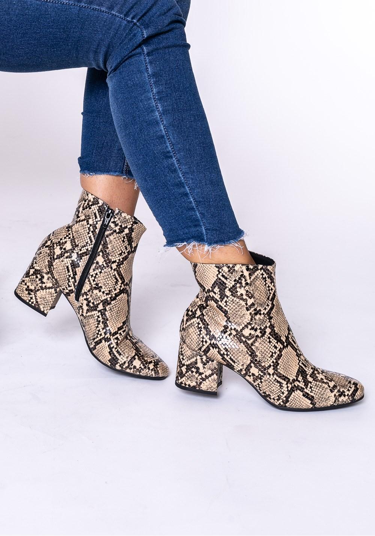 Bota modelo ankle boot shoes animal print cobra