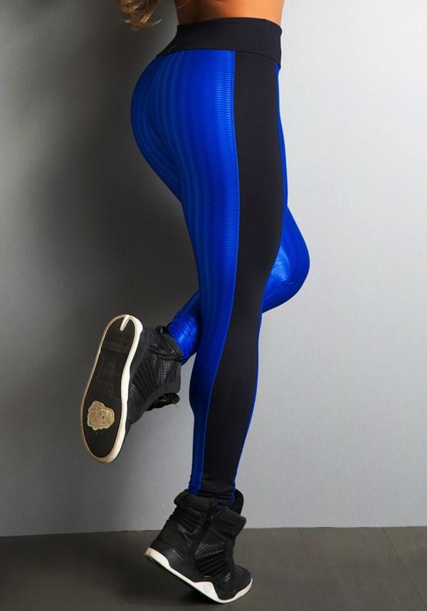 Calça cirrê alto relevo e detalhes em preto
