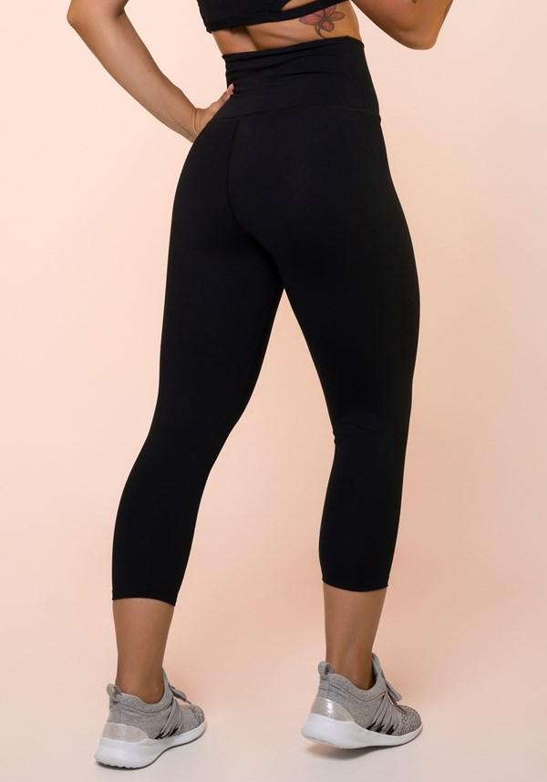 Calça corsário preta cintura alta básica