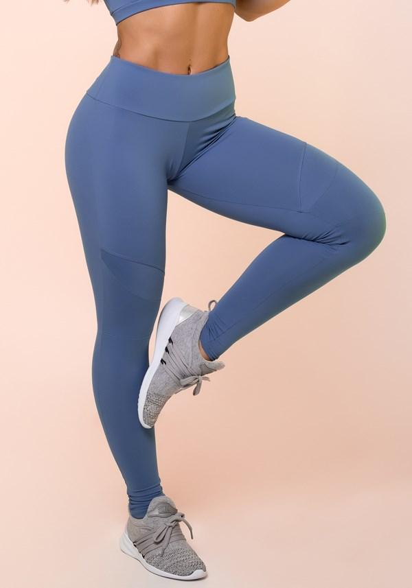 Calça legging azul com recortes básico