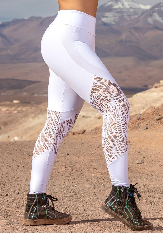 Calça legging branca com detalhes em cirrê e renda