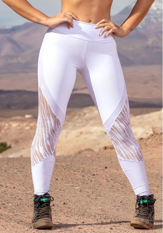 Calça legging branca com detalhes em cirrê e renda - DlkModas 598a6a46507