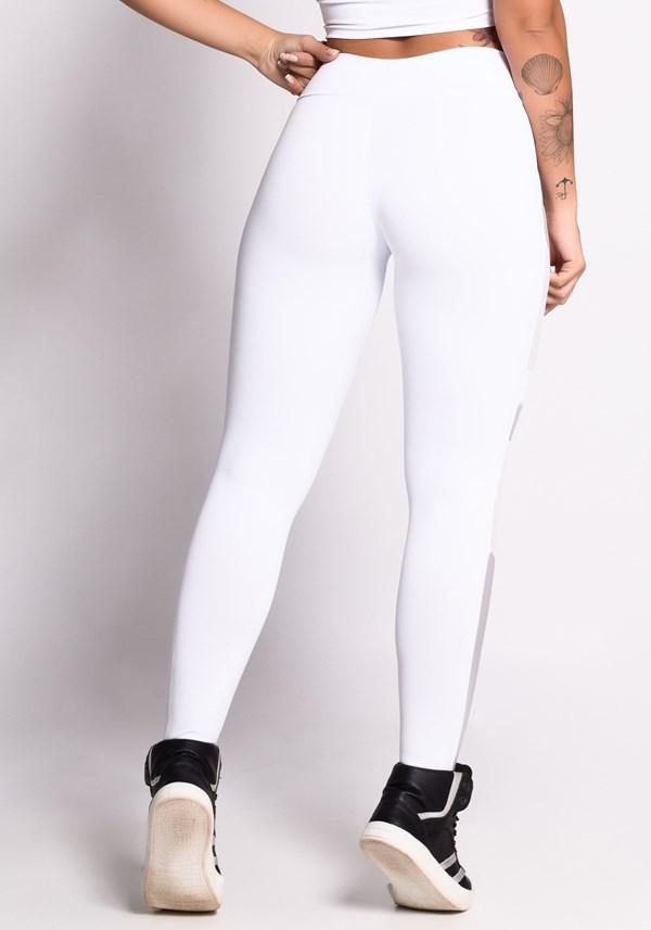 Calça legging branca com detalhes em tule e tela shine