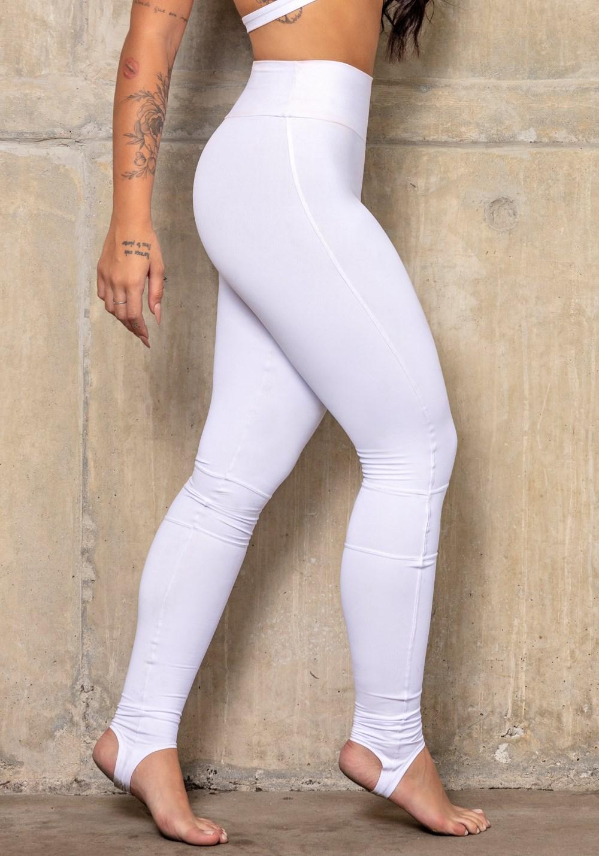 Calça legging branca com recortes e pezinho básica