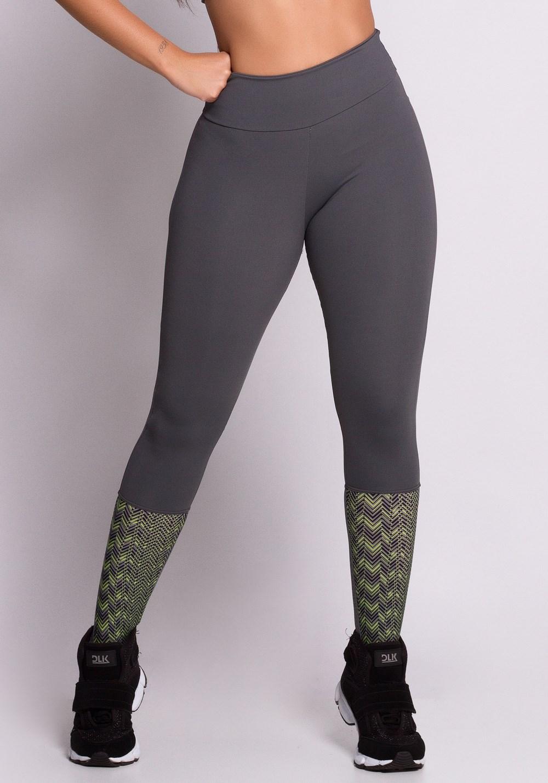 Calça legging cinza com detalhe geomético