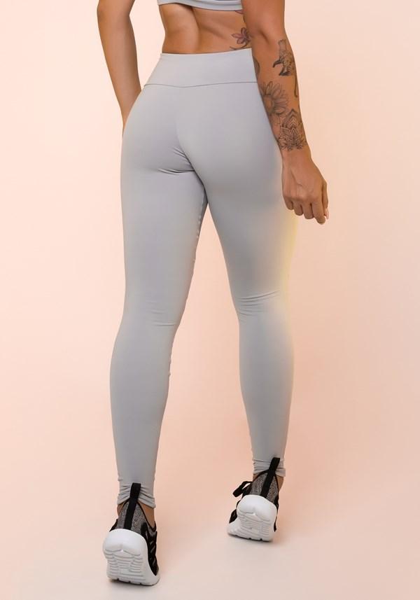 b0161a4f0 Calça legging cinza com recortes básica Calça legging cinza com recortes  básica