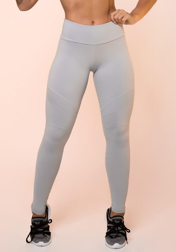 Calça legging cinza com recortes básica