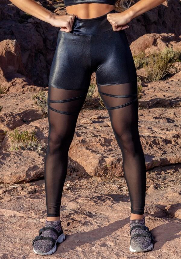 Calça legging cirrê preta com detalhes em tule