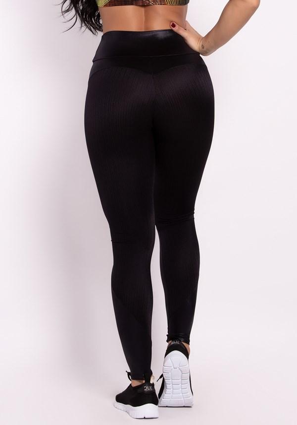 Calça legging cirrê preta com recortes e cós franzido