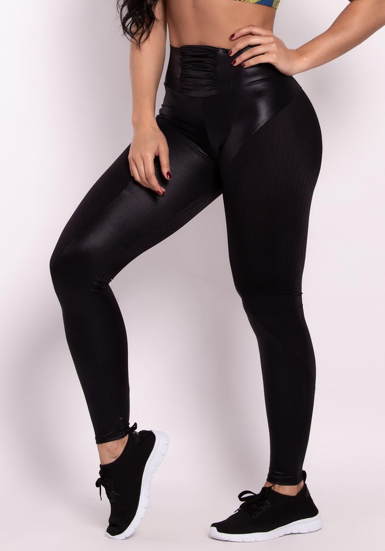 04c958e43 Calça legging cirrê preta com recortes e cós franzido - DlkModas
