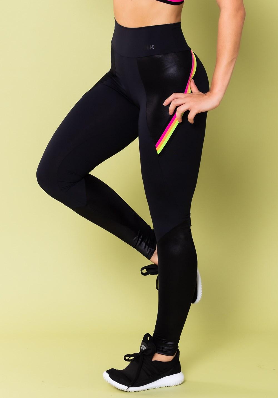Calça legging energy com recortes cirrê preta e elástico colorido