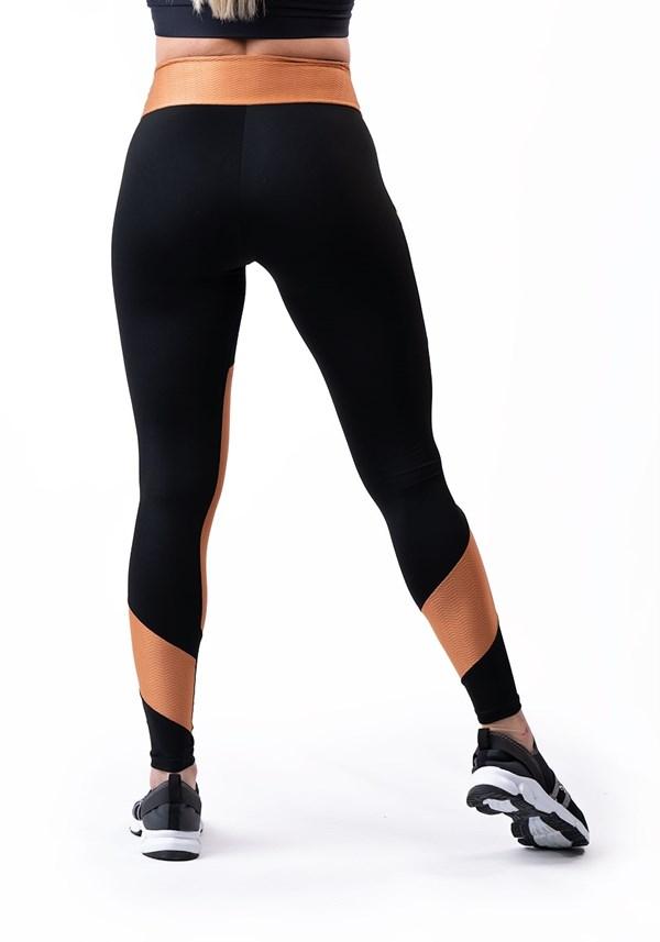 Calça legging energy texturizada com recortes amêndoa