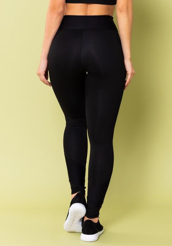 Calça legging energy texturizada com recortes preta