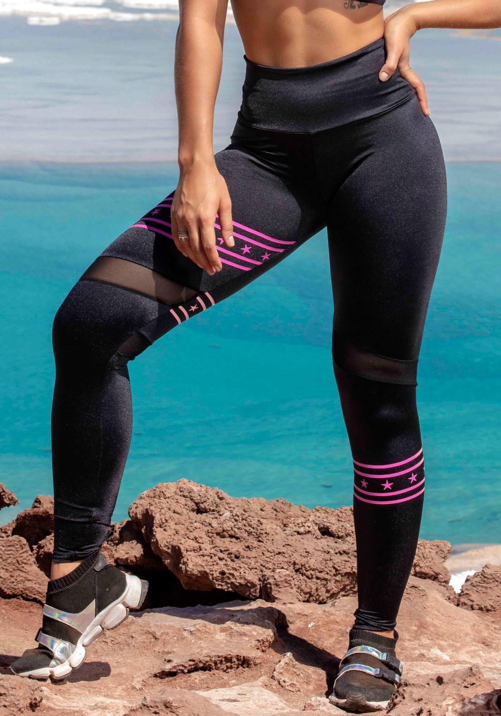 Calça legging metal preta com estrelas pink