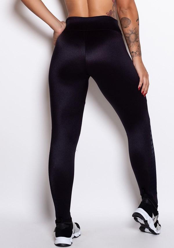 Calça legging metal preta com recortes