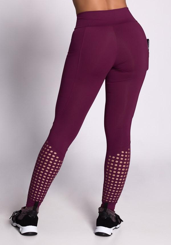 Calça legging poliamida bordo com cortes a laser e bolsos