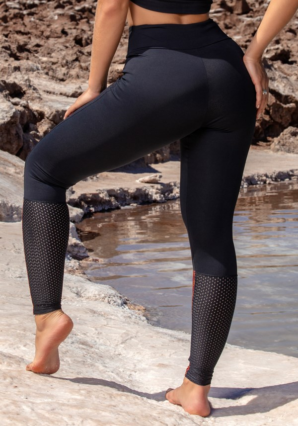 Calça legging poliamida lisa e estampa shine