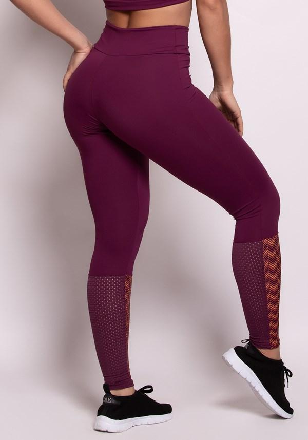 Calça legging poliamida malbec com detalhe estampado e tela