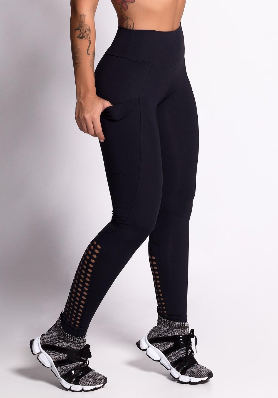 Calça legging poliamida preta com cortes a laser e bolsos
