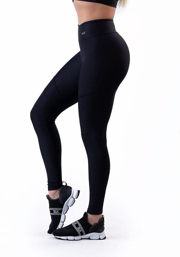Produto Calça legging preta com recortes básico