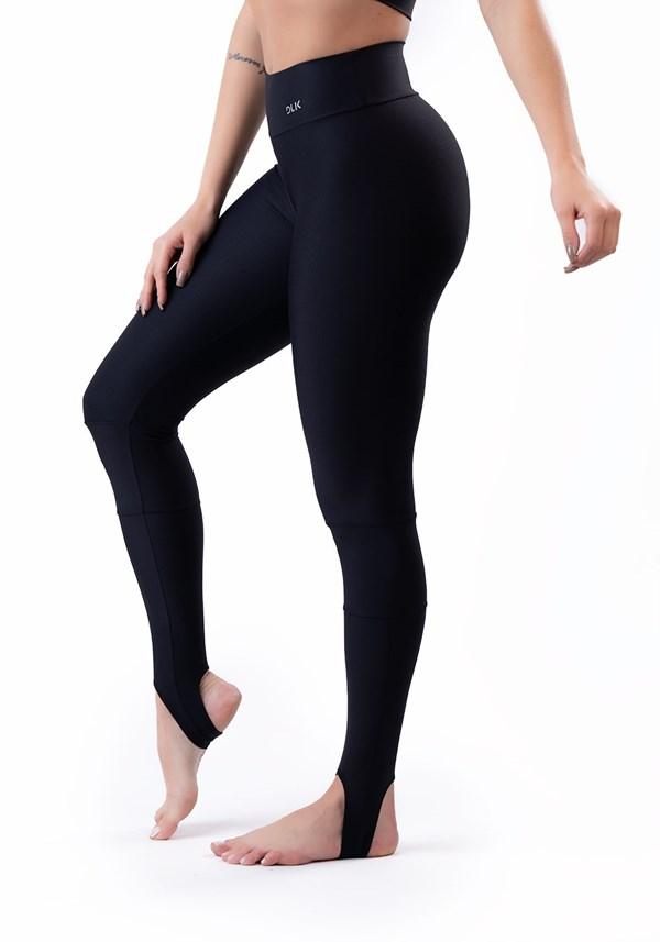 Produto Calça legging preta com recortes e pezinho básica