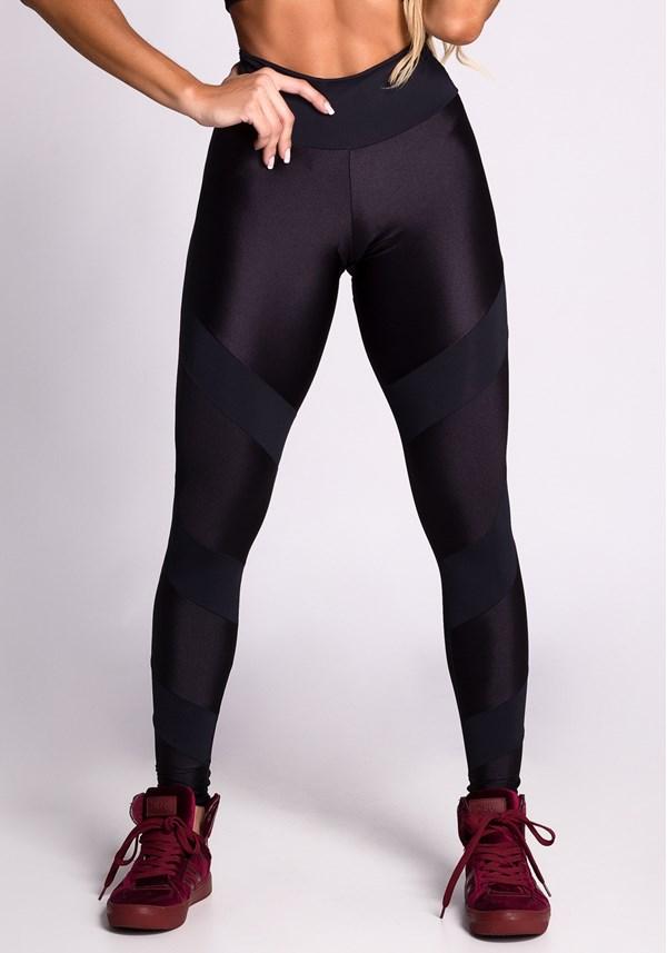 Calça legging preta com recortes em cirrê