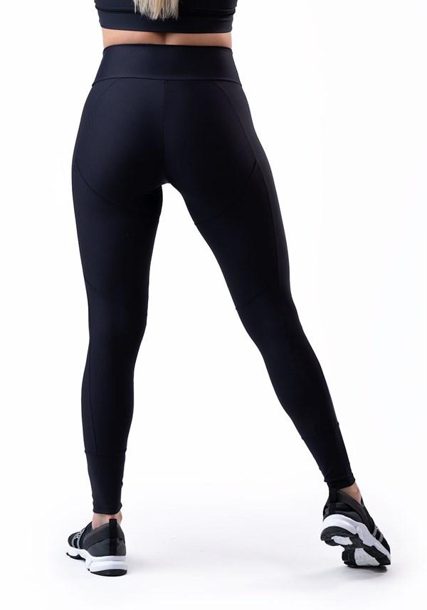 Calça legging preta com recortes laterais básica