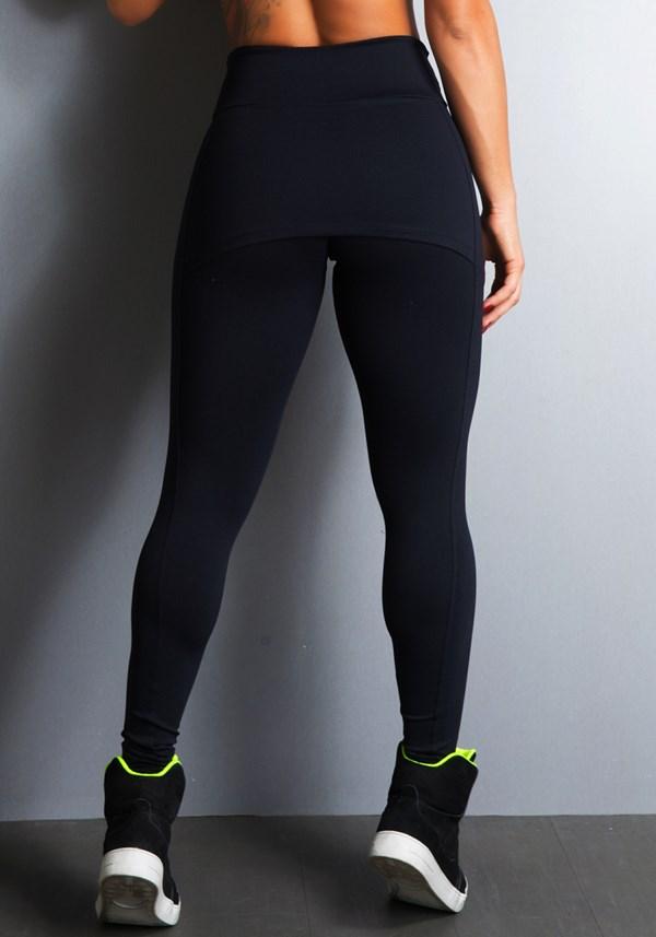 Calça legging preta com tapa bumbum