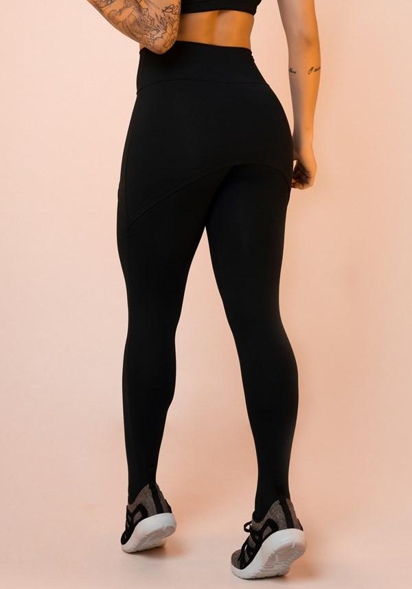 Calça legging preta com tapa bumbum básica