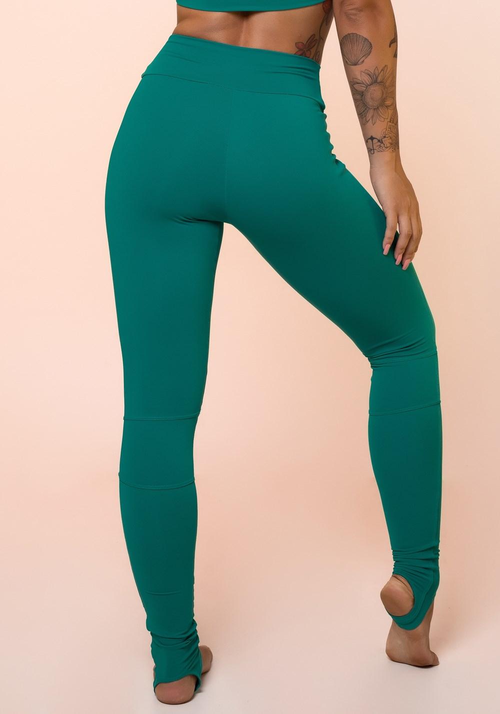 Calça legging verde com recortes e pezinho básica