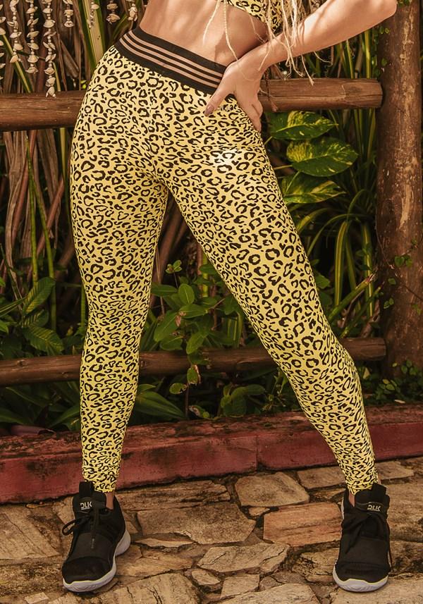 Calça legging wild com elástico estampada onça amarela
