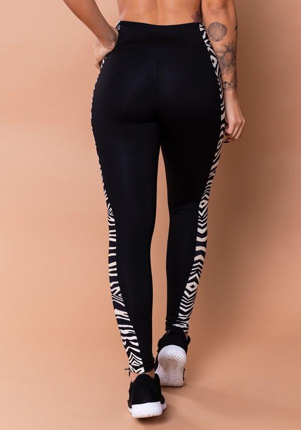 Calça legging wild preta com detalhe lateral zebra bege