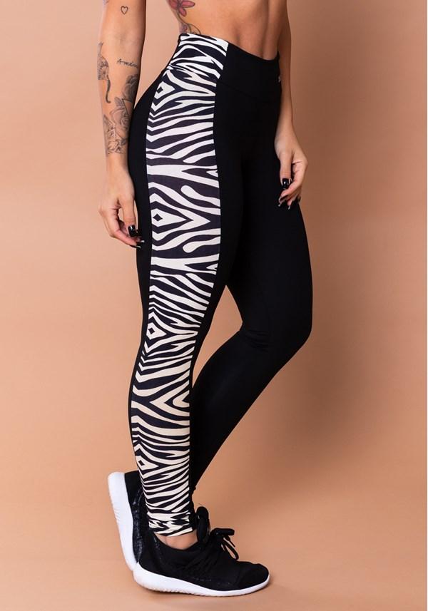 Produto Calça legging wild preta com detalhe lateral zebra bege