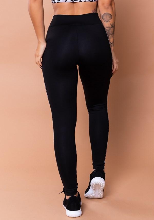 Calça legging wild preta com estampa de leopardo cinza