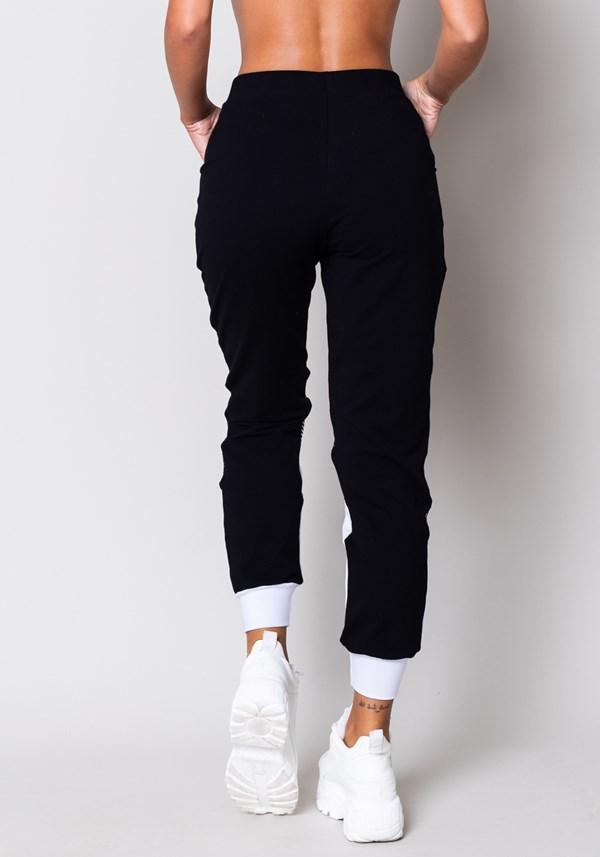 Calça moletom preta e branca com bolso e tela