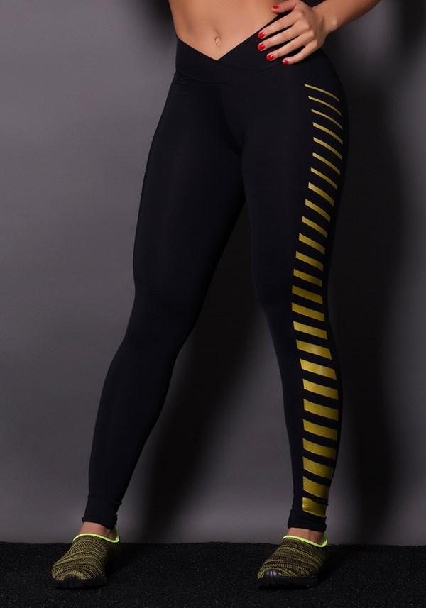 Calça preta com silk dourado