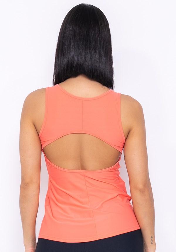 Camiseta technology recorte nas costas laranja