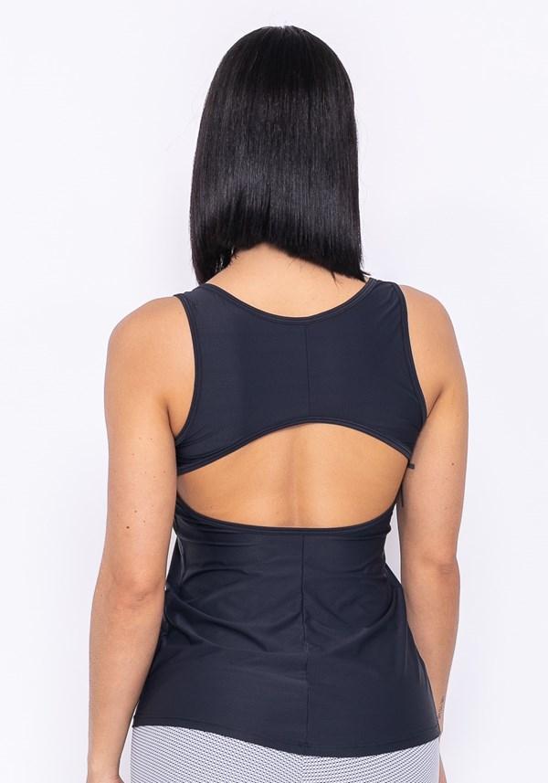 Camiseta technology recorte nas costas preta