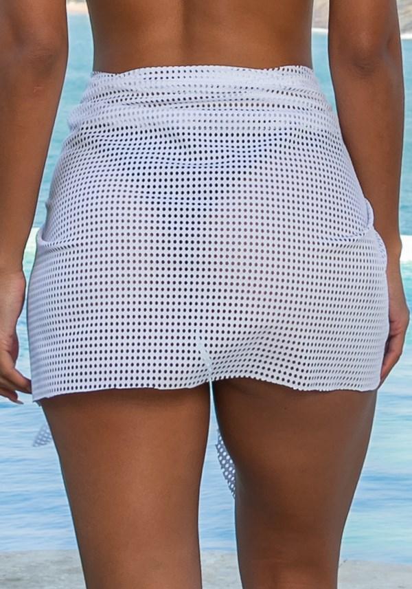 Saída de praia modelo pareô beach em tela branca