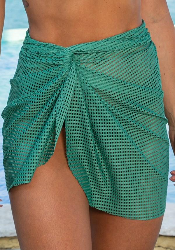 Saída de praia modelo pareô beach em tela verde