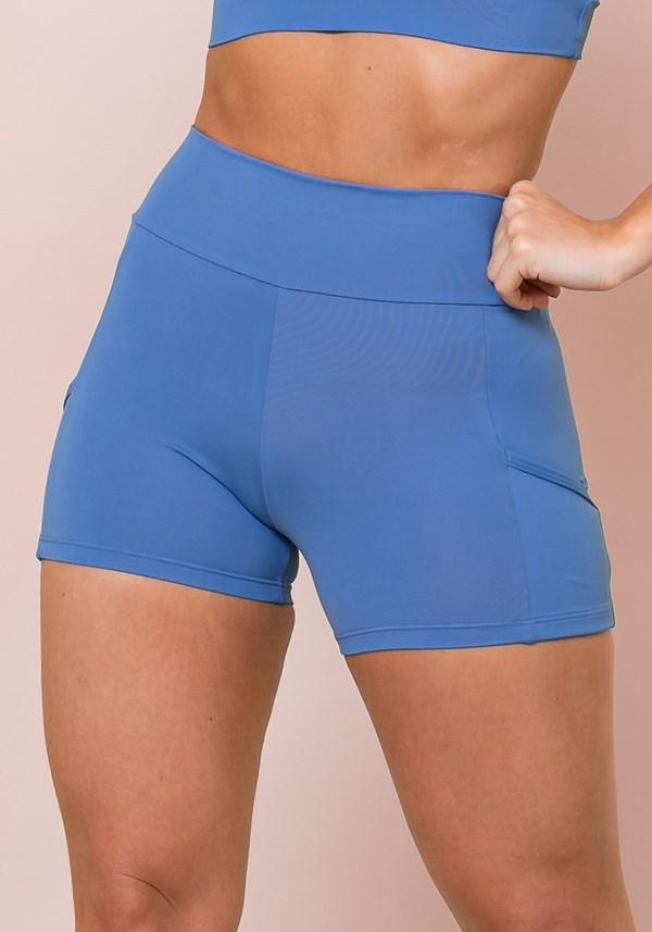 Short azul com recortes e bolsos básico