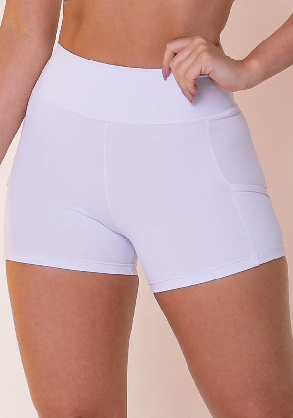 Short branco com recortes e bolsos básico
