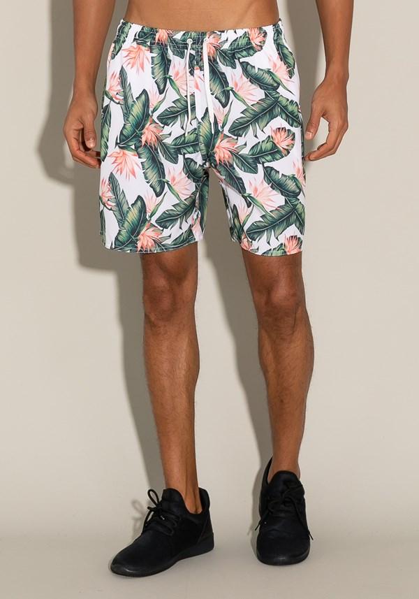 Short for men com bolso e cadarço estampa floresta tropical