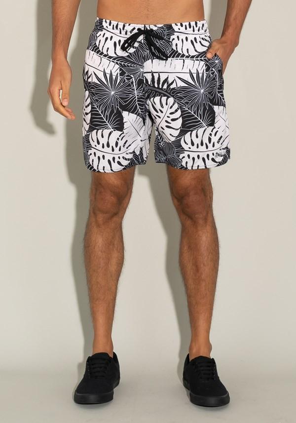 Short for men com bolso e cadarço estampa folhas étnicas
