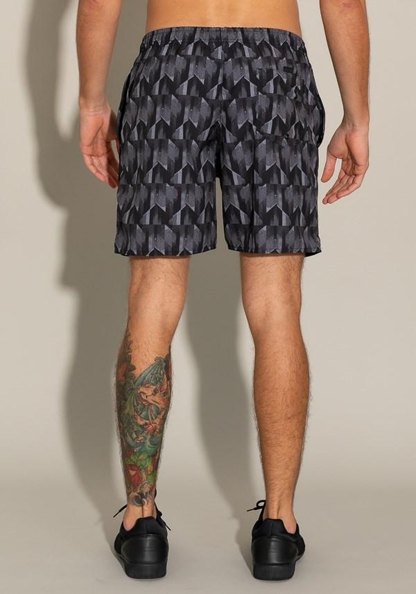 Short for men com bolso e cadarço estampa geométrica
