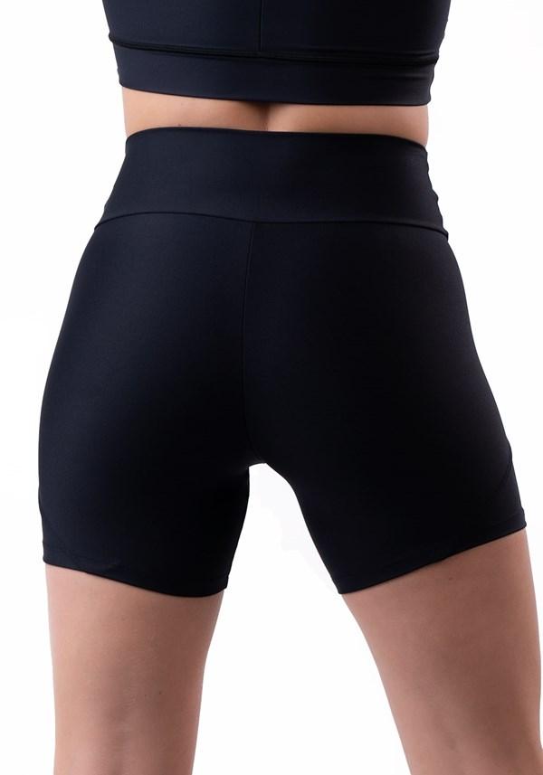 Short preto com recorte duplo lateral básico