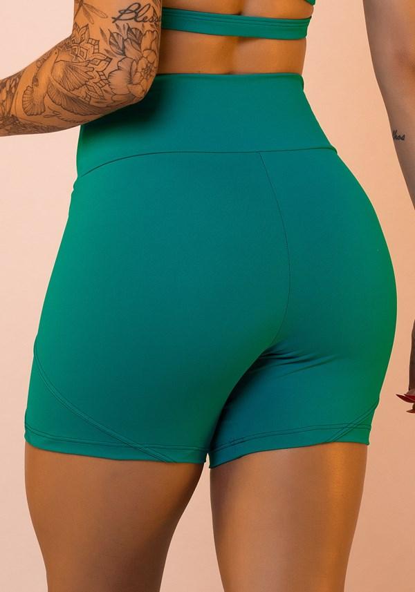 Short verde com recorte duplo lateral básico