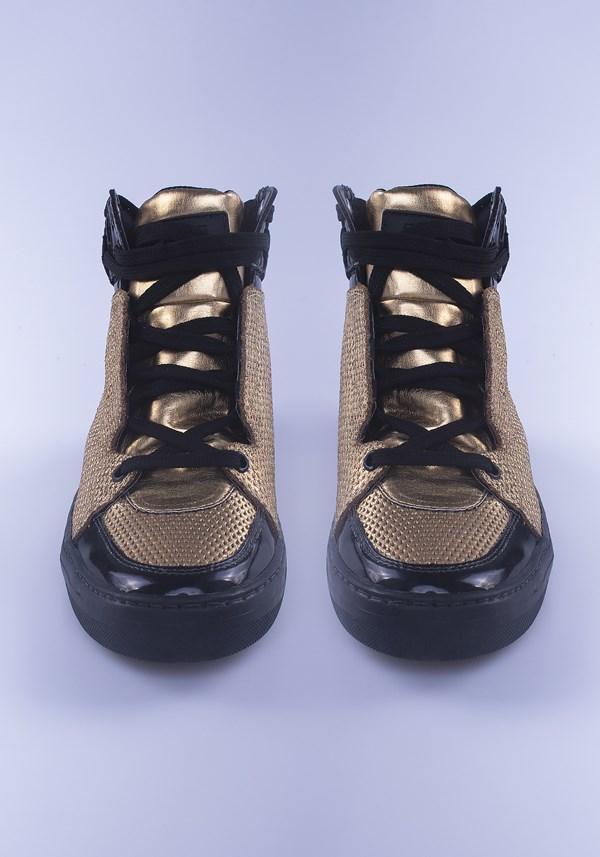Sneaker metal dourado com preto