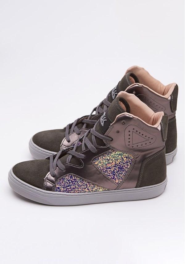 Sneaker prata com brilho